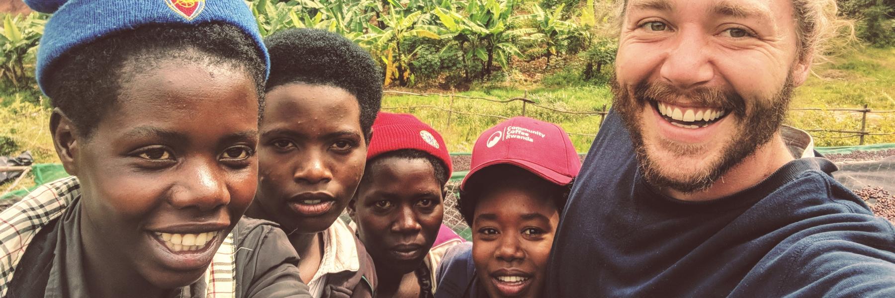 Eric Writh mit Mitarbeitern in Ruanda