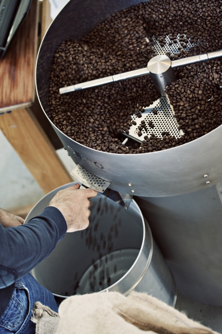 frisch gerösteter Kaffee in der Wildkaffee Rösterei
